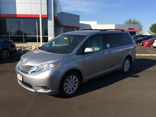 new 2017 toyota sienna le 4d passenger van in dayton t8051 voss toyota. Black Bedroom Furniture Sets. Home Design Ideas